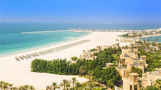 Dubai med TUI. Illustrasjon fra stranden ved Blue Star Hilton Al Hamra Beach and Golf Resort